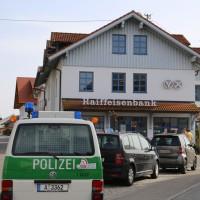 31-03-2014_oberallgaeu_haldenwang_bankueberfall_fahndung_spurensicherung_polizei_poeppel_groll_new-facts-eu20140331_0005