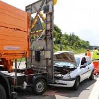 02-06-2014-a7-memmingen-unfall-pkw-sicherungsanhaenger-verletzte-feuerwehr-new-facts-eu_0002