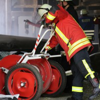 28-06-2014-unterallgaeu-groenenbach-heustock-bauernhof-feuerwehr-poeppel-new-facts-eu20140628_0013