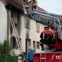 22-08-2014-guenzburg-ziemetshausen-brand-wohnung-kinder-familie-lebensgefahr-feurwehr-zwiebler-new-facts-eu011