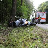 23-08-2014-memmingen-dickenreishausen-unfall-motorrad-baum-rollsplitt-rettungsdienst-polizei-groll-new-facts-eu (6)