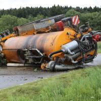 26-08-2014-mindelheim-b18-anna-unfall-traktor-guellefass-sperrung-polizei-poeppel-new-facts-eu (12)