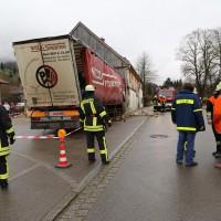 02.12.2014 LKW-in-Haus-Totalschaden-Fahrer-tot-Feuerwehr-Polizei- Rettungsdienst-Halblech-Vollsperrung-Bringezu-New-facts (23)