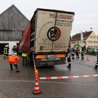 02.12.2014 LKW-in-Haus-Totalschaden-Fahrer-tot-Feuerwehr-Polizei- Rettungsdienst-Halblech-Vollsperrung-Bringezu-New-facts (28)