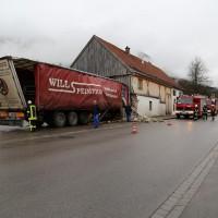 02.12.2014 LKW-in-Haus-Totalschaden-Fahrer-tot-Feuerwehr-Polizei- Rettungsdienst-Halblech-Vollsperrung-Bringezu-New-facts (3)