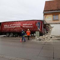 02.12.2014 LKW-in-Haus-Totalschaden-Fahrer-tot-Feuerwehr-Polizei- Rettungsdienst-Halblech-Vollsperrung-Bringezu-New-facts (96)