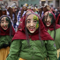 18-01-15_Memmingen_Narrensprung_Fasnet_Fasching_Nachtumzug_Stadtbachhexen_Poeppel_new-facts-eu0054