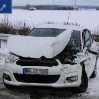A7-Woringen - Pkw kracht in Sicherungsfahrzeug der Feuerwehr - drei Verletzte