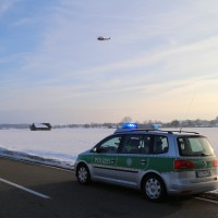 Legau - Ultraleichtflugzeug sürzt am Ortsrand ab - Pilot leicht verletzt