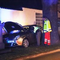 27-03-15_BY_Memmingen-Steinheim_Unfall_Pkw_Freidhof_Baum_Feuerwehr_Poeppel_new-facts-eu0003