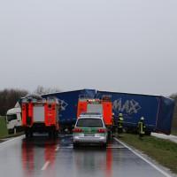 02-04-15_BY_Memmingen-Steinheim_Windboe_Lkw_Feuerwehr-Sperrung_Poeppel_new-facts-eu0001