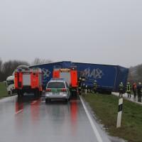 02-04-15_BY_Memmingen-Steinheim_Windboe_Lkw_Feuerwehr-Sperrung_Poeppel_new-facts-eu0015