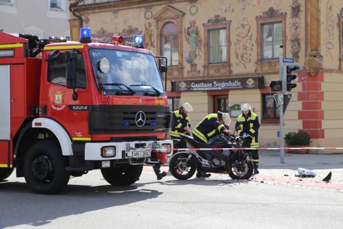 03-04-15_BY_Unterallgaeu_Mindelheim_Motorradunfall_Feuerwehr_Poeppelnew-facts-eu0001