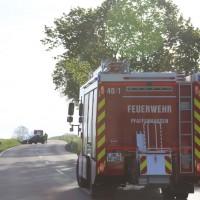 27-04-15_BY_Unterallgaeu_Breitenbrunn_Schoeneburg_Lkw-Pkw_Feuerwehr_Poeppel_new-facts-eu0002