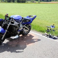 10.05.2015-Ostallgäu-Kaltental-Helmishofen-ST2035-Motorrad-19 jährige-Mauer-ohne Helm-lebensgefährlich-verletzt-Rettungswagen-Rettungshubschrauber-Notarzt-Murnau-Bringezu-Thorsten (11)