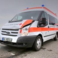 26.05.2015-Jengen-B12-Ostallgäu-Unfall-Gas und Bremse verwechselt-Verletzte-Krankentransportwagen-Rettungswagen-Bringezu-Polizei-Auffahrunfall (12)