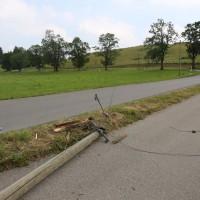 Unfall-Elbsee-Telefonmast-BMW-Seniorin-verletzt-kein Telefon-Mast-abgerissen-Rettungdienst-Hubschrauber-new-facts.eu-Thorsten-Bringezu-Aitrang (30)