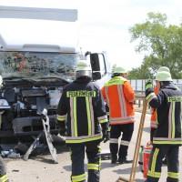 04-08-2015_A96_Memmingen_Stau_Lkw-Unfall_Feuerwehr_Poeppel_new-facts-eu0002