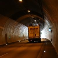 18-08-2015_A96_Kohlbergtunnel_Stetten_Erkheim_Lkw-Unfall_Vollsperrung_Feuerwehr_Poeppel_new-facts-eu0001