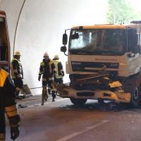 18-08-2015_A96_Kohlbergtunnel_Stetten_Erkheim_Lkw-Unfall_Vollsperrung_Feuerwehr_Poeppel_new-facts-eu0037