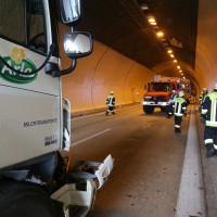 18-08-2015_A96_Kohlbergtunnel_Stetten_Erkheim_Lkw-Unfall_Vollsperrung_Feuerwehr_Poeppel_new-facts-eu0045
