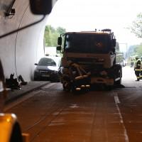 18-08-2015_A96_Kohlbergtunnel_Stetten_Erkheim_Lkw-Unfall_Vollsperrung_Feuerwehr_Poeppel_new-facts-eu0055