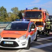 02-10-2015_B312_a7-Berkheim_Lkw-Unfall-drei-Sattelzuege_pkw_feuerwehr_Poeppel0016