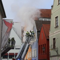 21-10-2015_Memmingen_Zimmerbrand_Theaterplatz_Feuerwehr_Poeppel_new-facts-eu003