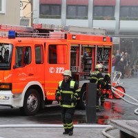 21-10-2015_Memmingen_Zimmerbrand_Theaterplatz_Feuerwehr_Poeppel_new-facts-eu013