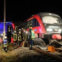 2015_BY_Unterallgaeu_Breitenbrunn_Unfall_Regionalzug_Linienbus_Feuerwehr_Poeppel_new-facts-eu0012
