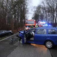 16-12-2015_Memmingen_Volkratshofen_Ferthofen_Unfall_Feuerwehr_Poeppel_new-facts-eu0004