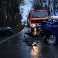 16-12-2015_Memmingen_Volkratshofen_Ferthofen_Unfall_Feuerwehr_Poeppel_new-facts-eu0006