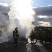 03-01-2016_A7_Memmingen_Unfall_Stau_Pkw-Brand_Feuerwehr_Poeppel_new-facts-eu0009