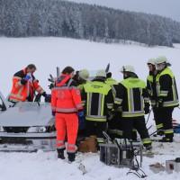 25-02-2016_BY_unterallgaeu_Lachen_Unfall_Feuerwehr_Poeppel_new-facts-eu_mm-zeitung-online002