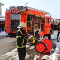 26-02-2016_BY_Memmingen, Wohnungsbrand_Mehrfamilienhaus-Feuerwehr_Polizei_Festnahme_Poeppell_new-facts-eu002