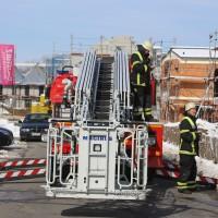 26-02-2016_BY_Memmingen, Wohnungsbrand_Mehrfamilienhaus-Feuerwehr_Polizei_Festnahme_Poeppell_new-facts-eu011