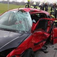 08-03-2016_Unterallgaeu_Pfaffenhausen_Unfall_Lkw-Pkw_Feuerwehr_Poeppel_new-facts-eu011