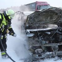 22-03-2016_A96_Erkheim_Holzguenz_Pkw-Brand_Feuerwehr_Poeppel_new-facts-eu001