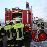 22-03-2016_A96_Erkheim_Holzguenz_Pkw-Brand_Feuerwehr_Poeppel_new-facts-eu015