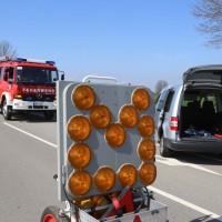 04-04-2016_Unterallgaeu_Groenenbach_UNfall_Abschleppwagen_Pkw_Polizei_Feuerwehr_Poppel20160404_0017