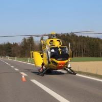 06-04-2016_A96_Holzguenz_Lkw_Pkw_schwerer-Unfall_Feuerwehr_Poeppel20160406_0039