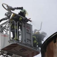 19-04-2016_Biberach_Gutenzell_Brand_Silo_Saegemehl_Feuerwehr_Poeppel20160419_0026
