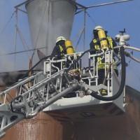 19-04-2016_Biberach_Gutenzell_Brand_Silo_Saegemehl_Feuerwehr_Poeppel20160419_0057