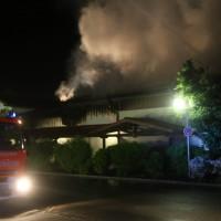26-05-2016_Unterallgaeu_Bad-Woerishofen_Brand_Reisebus_Parkhaus_Feuerwehr_Poeppel_0027