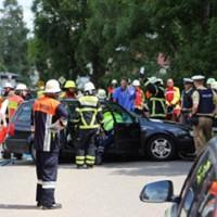 28-07-2016_B300_Heimertingen_Unfall_Lkw_Pkw_Schwerverletzt_Feuerwehr_Poeppel_0021