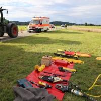 03-08-2016_Unterallgaeu_Ettlingen_Siebnach_Unfall_Pkw_Traktor_Feuerwehr_Poeppel_0018