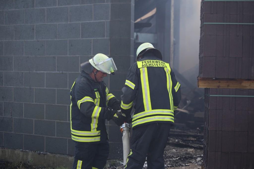 08-08-2016_Ravensburg_Aichstetten_Brand_Buero-Lager_Feuerwehr Poeppel_0020