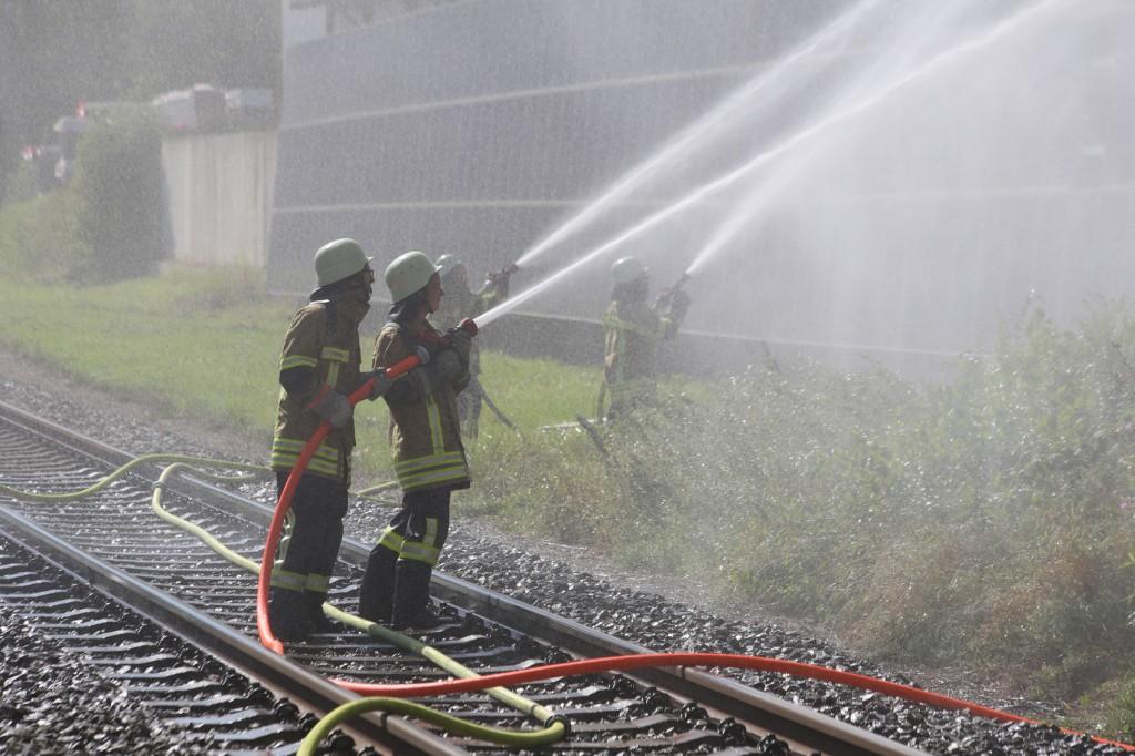 08-08-2016_Ravensburg_Aichstetten_Brand_Buero-Lager_Feuerwehr Poeppel_0021