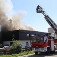 08-08-2016_Ravensburg_Aichstetten_Brand_Buero-Lager_Feuerwehr Poeppel_0051