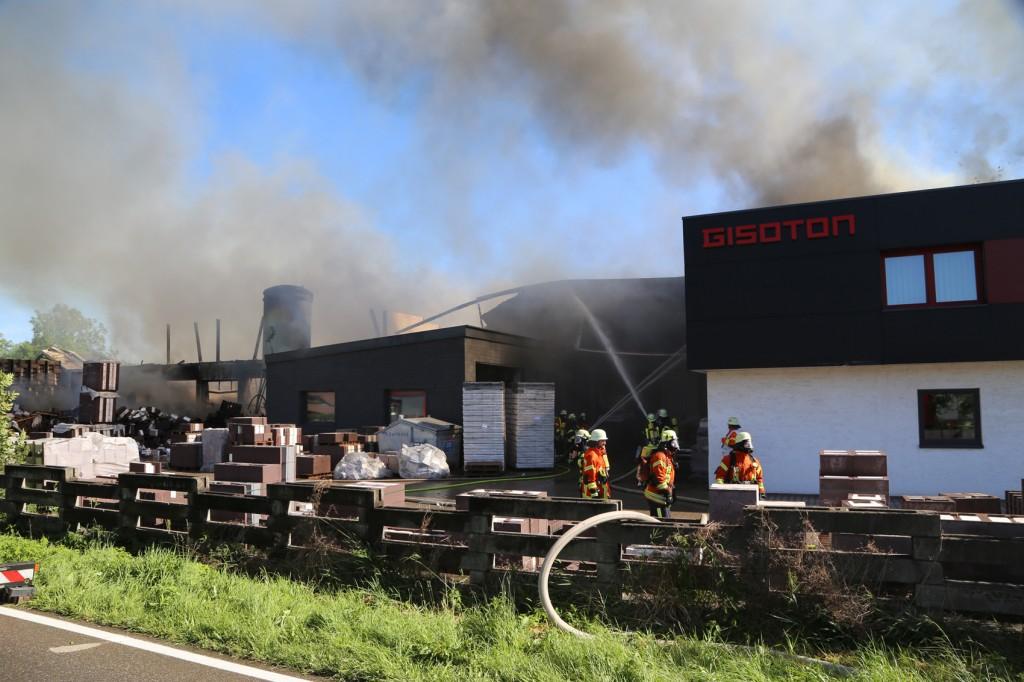 08-08-2016_Ravensburg_Aichstetten_Brand_Buero-Lager_Feuerwehr Poeppel_0055